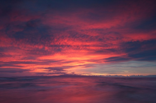 Pink-sunrise-over-Siquijor-Island-Philippines