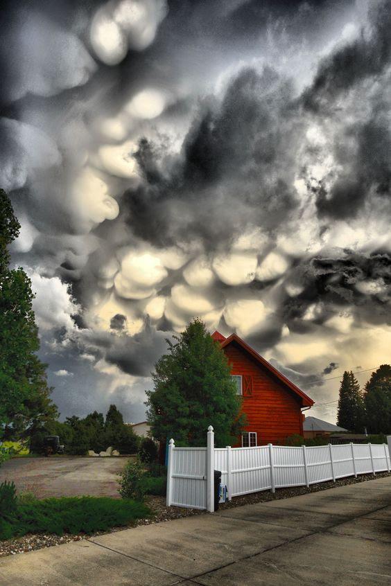 marshmellow-clouds-behiind-farmhouse